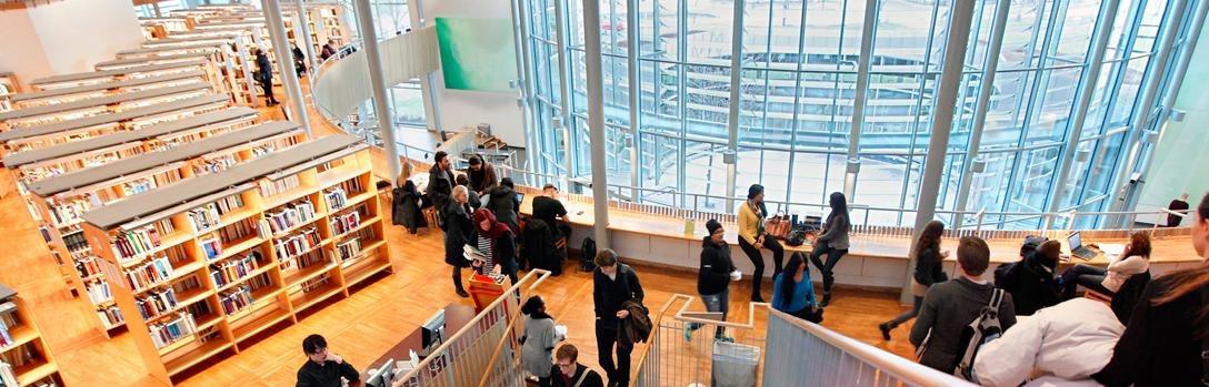 Vy från fjärde våningen på Högskolebiblioteket i Gävle