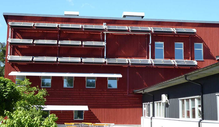 The University's research building with its lab and its three workshops is equipped with solar collectors.