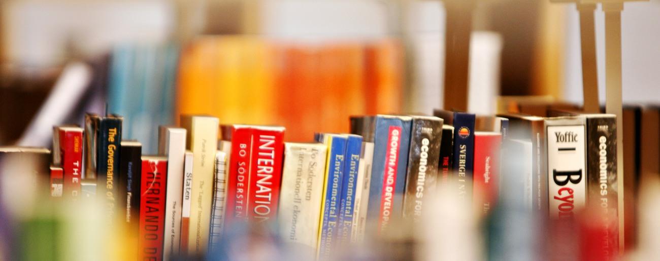 Böcker på en hylla